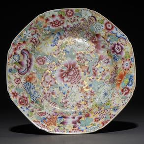 Plato en porcelana china Mileflori. Trabajo Chino, Siglo XIX
