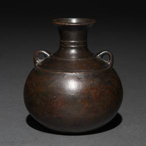 Ánfora realizada en bronce. Trabajo Japonés, Siglo XVIII-XIX