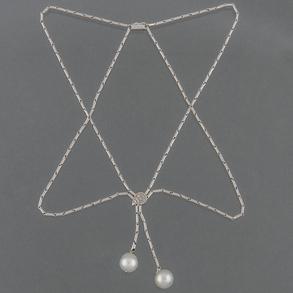 Collar de doble eslabón en oro blanco de 18 kt con diamantes talla brillante y dos perlas