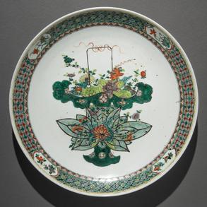 Gran Plato en porcelana China familia verde. Trabajo Chino, Siglo XIX