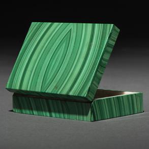 Caja Joyero rectangular realizado en malaquita. Siglo XX