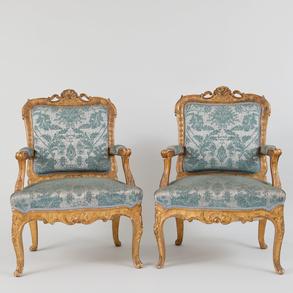 Pareja de sillones estilo Luís XVI en madera tallada y dorada. Finales del siglo XIX