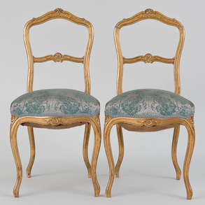 Pareja de sillas estilo Luís XV en madera tallada y dorada. Trabajo francés, Siglo XIX