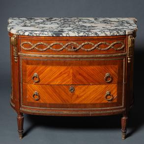 Cómoda estilo Luís XVI en madera con marquetería plumeada. Trabajo Francés, Finales del siglo XIX-XX