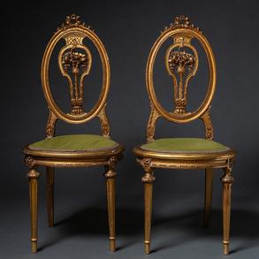Pareja de sillas estilo Luís XVI en madera tallada y dorada. Trabajo Francés, Siglo XIX