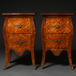 Pareja de mesillas auxiliares estilo Luís XV en madera. Trabajo Francés, Finales del siglo XIX