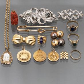Miscelánea de piezas de joyería en oro amarillo de 18 Kt.