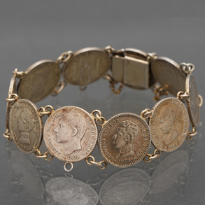 Pulsera realizada en plata compuesta por monedas de Alfonso XIII de diversos años.