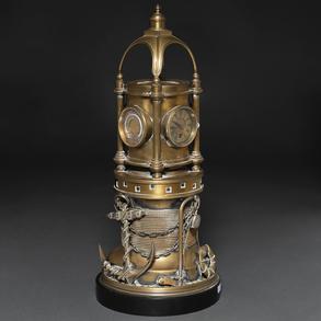 Aparato marino en forma de faro realizado en bronce dorado. Siglo XIX