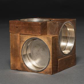 Conjunto de seis ceniceros desplegables en madera y plata española punzonada. Siglo XX