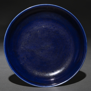 Plato monocromo en color azul. Trabajo Chino, Siglo XIX