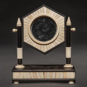 Espejo giratorio de sobremesa Art Decó en madera de ébano y marfil. Años 30