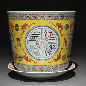 Jardinera en porcelana china familia amarilla. Trabajo Chino, Siglo XIX-XX