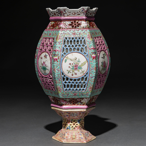 Lámpara de sobremesa en porcelana china familia rosa. Trabajo Chino, Siglo XX