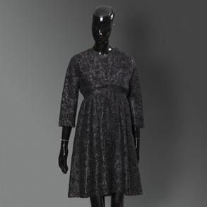 Conjunto de coctel-negro compuesto por Vestido y Bolero de Cristobal Balenciaga