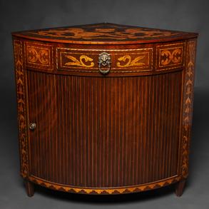 Mueble rinconera de persiana Neoclásico, cilíndrico de marquetería de madera de caoba. Siglo XVIII