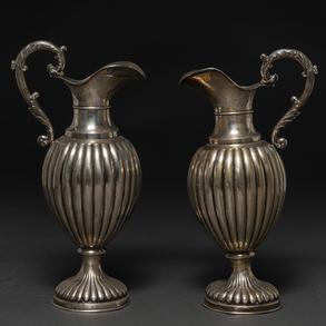 Pareja de jarras de agua en plata española punzonada. Siglo XX