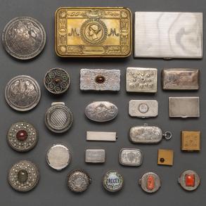 Conjunto de 21 cajas en plata española punzonada. Ley, 925. Siglo XX