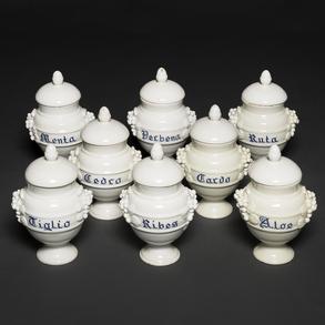 Conjunto de ocho botes de farmacia en porcelana italiana. Siglo XIX-XX