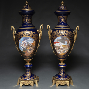 Gran pareja de jarrones en porcelana estilo Sévres. Trabajo Francés, Siglo XIX-XX