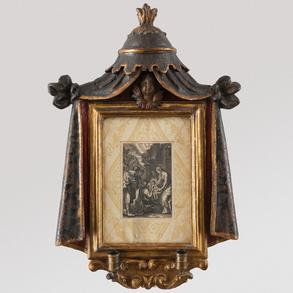 Marco en madera tallada y policromada del siglo XVIII