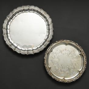 Conjunto de dos bandejas en plata española punzonada. Ley, 925. Siglo XX.