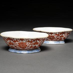 Pareja de fuentes en porcelana china. Trabajo Chino, Siglo XIX