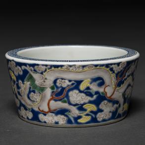 Recipiente en porcelana china familia amarilla. Trabajo Chino, Siglo XX