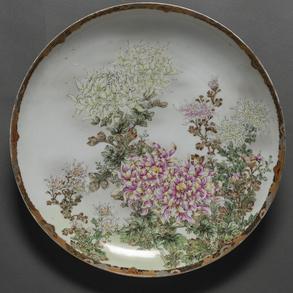 Plato circular en porcelana japonesa. Trabajo Japonés del siglo XIX
