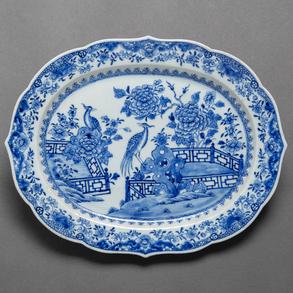 Fuente en porcelana china azul y blanca. Siglo XVIII