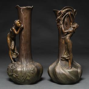 Pareja de floreros modernistas en bronce. h. 1900-1930