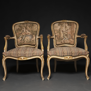 Conjunto de canapé y pareja de butacas estilo Luís XV en madera lacados en blanco. Trabajo Francés, Finales del Siglo XIX-XX