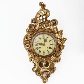 Reloj cartel estilo Luís XV en madera tallada y dorada. Finales del siglo XIX-XX