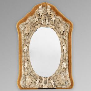 Espejo francés Dieppe realizado en hueso. Trabajo francés, Siglo XIX