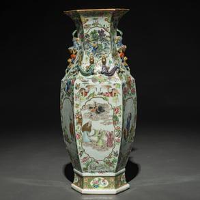 Jarrón hexagonal en porcelana china de cantón. Trabajo Chino, Siglo XIX