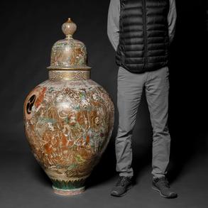 Excepcional Jarrón de gran tamaño en porcelana Japonesa Satsuma periodo Meiji (1868-1912). Trabajo Japonés, Finales del Siglo XIX