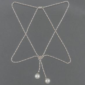 Collar de doble eslabón en oro blanco de 18 K con diamantes talla brillante y dos perlas