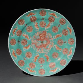 Plato en porcelana china. Trabajo Chino, Siglo XIX- XX