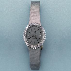 Reloj Joya de señora marca Omega en caja oval con orla de blancos y limpios brillantes