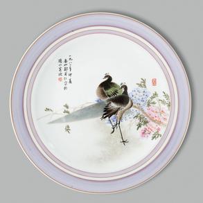 Plato circular en porcelana china. Trabajo Chino, Siglo XX