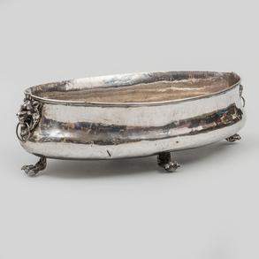 Elegante centro de mesa  en plata española punzonada. Siglo XX