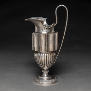Jarra de agua en plata española del siglo XIX