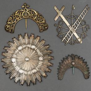 Conjunto de tres diademas y símbolos de la pasión en plata española, Siglo XX