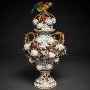Jarrón en porcelana Alemana Meissen estilo Schneeballen. Siglo XIX