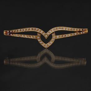 Bonito Alfiler montado en oro amarillo de 18 Kt y diamantes talla brillante.