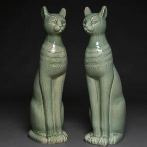 Pareja de gatos Egipcios en cerámica Italiana Vidriada en verde de Bassano de Grappa. Años 80.
