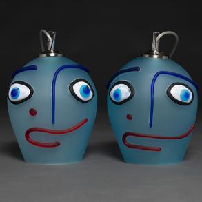 Bonita pareja de lámparas de techo en Cristal de Murano de color azul en forma de cabezas. Años 80