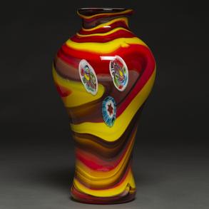 Jarrón en cristal de Murano de color rojo y amarillo. Italia, años 70-80
