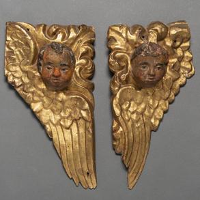 Pareja de Querubines en madera tallada y policromara. Trabajo Español, Siglo XVIII