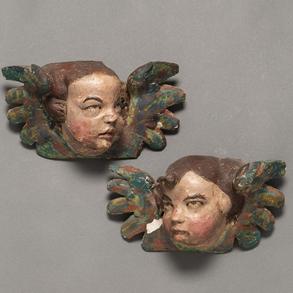 Pareja de Querubines alados en madera tallada y policromada. Trabajo Español, Siglo XVIII